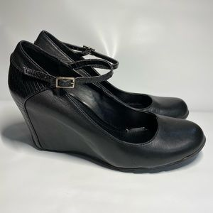 Kenneth Cole Reaction Black Leather wedges